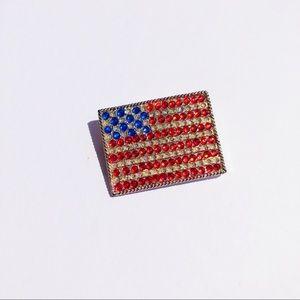 Jewelry - Vintage rhinestone American flag pin
